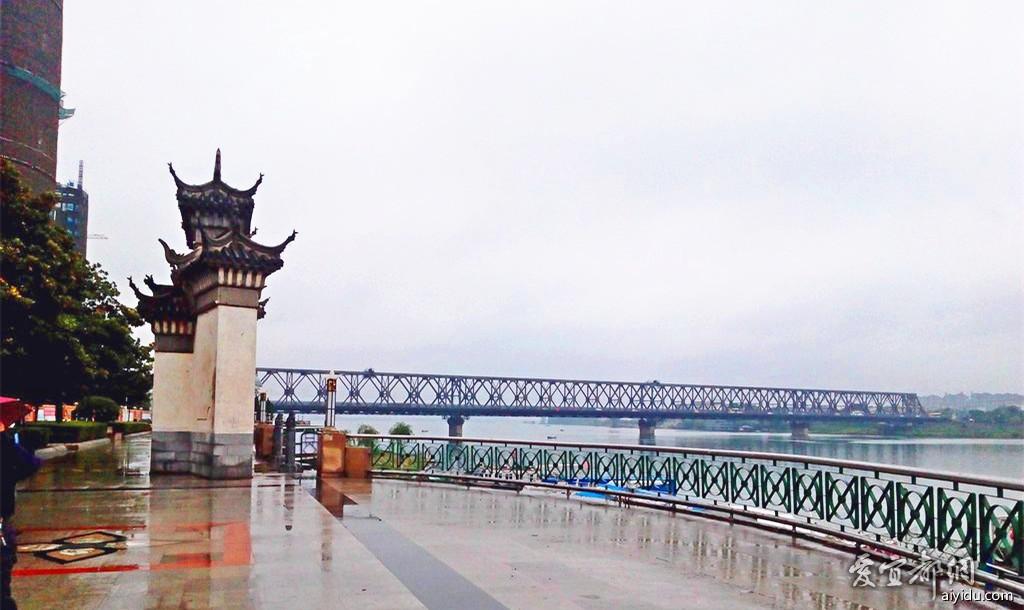 襄阳江边公园 (1).jpg