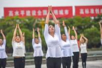 國際瑜伽日  人民廣場拍瑜伽