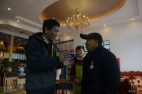 原国民党第79军军长王甲本之孙王飚来宜都看望抗战老兵